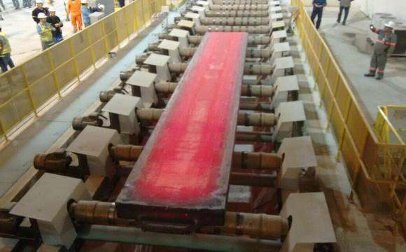 O material atenderá à demanda de uma usina na República Tcheca. São 24 placas, cada uma pesando 38,6 toneladas.