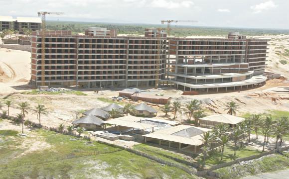 Até o momento, foram investidos cerca de R$ 80 milhões no resort, que está com 50% da obra concluídos.